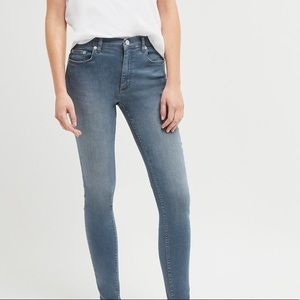 ❣️2 for $55❣️Garage skinny jeans